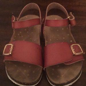 Worn toddler sandals size 8